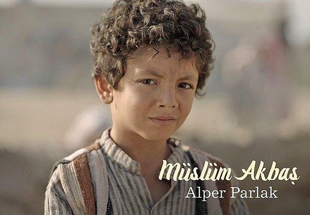 Filmde Müslüm Akbaş'ın, yani tanıdığımız ismiyle Müslüm Gürses'in çocukluğunu Alper Parlak canlandırıyor.