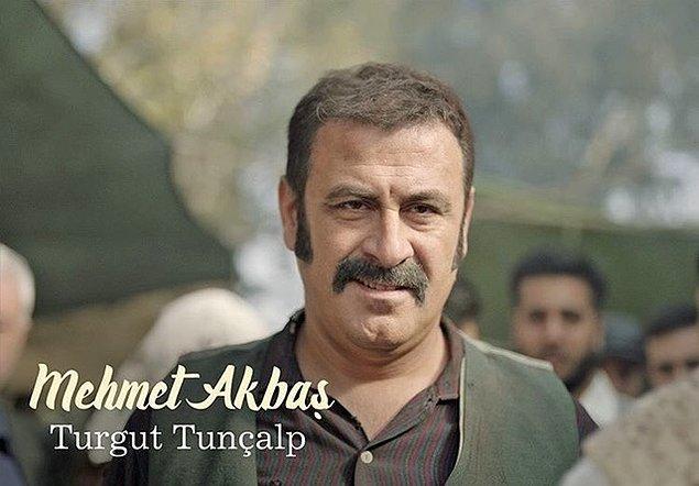 Babası Mehmet rolünde Turgut Tunçalp,