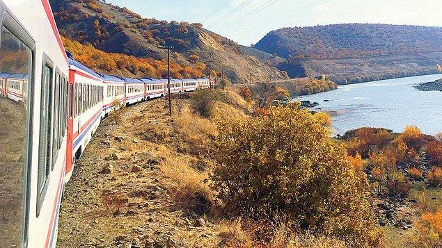 Özellikle sabahın ilk saatlerinde Elazığ'daki Murat Nehri'nden geçişi ve Muş Ovası'nın doğal güzelliğini seyretmeyi ihmal etmeyin…