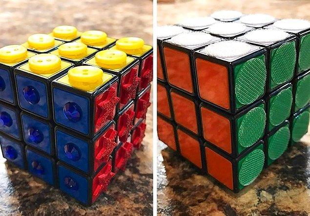 2. Görme engelliler için Rubiks kübü.