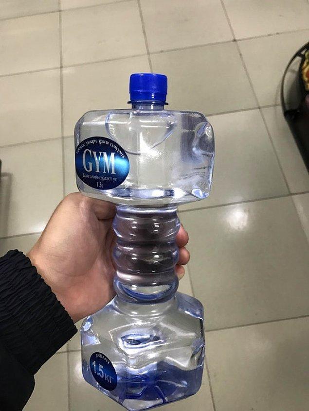 12. Suyunu içerken kas çalışmak isteyenlere, spor tutkunluklarına dumbell şeklinde şişe.