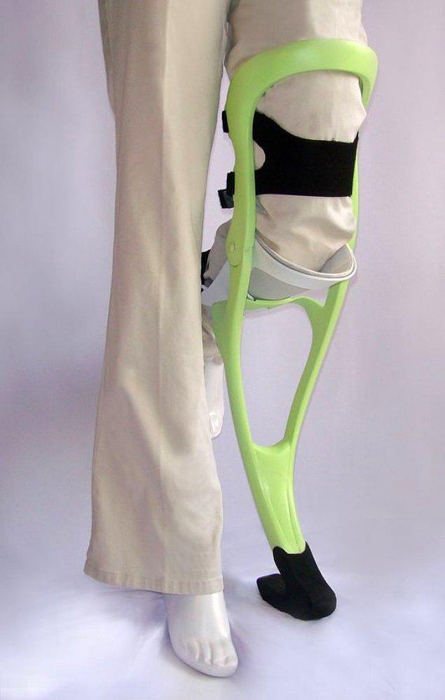 21. Direk bacağa takılarak kullanılabilen ve ellere ihtiyaç duymayan koltuk değnekleri.
