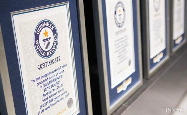4. Arka arkaya kırdıkları Guinness rekorlarını belgeleyen sertifikaları da bu alanda sergileniyor.
