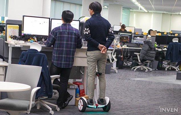 16. Her teknoloji şirketinde olduğu gibi, PUBG ofisinde de ulaşım tekerlekli araçlarla yapılıyor.