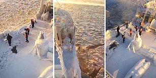 Tamamen Buzla Kaplanmış Gemideki Buzları Kırmaya Çalışan Mürettebat