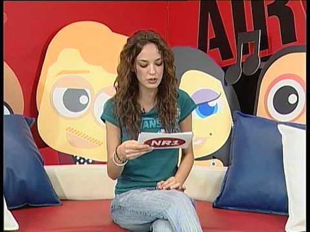10 Ekim 1985'te dünyaya gelen güzel oyuncu, ilk televizyon deneyimini Number One TV'de VJ'lik yaparak yaşadı.