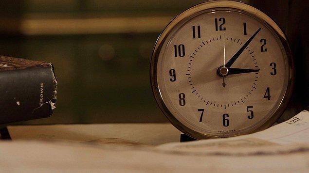 9. Gece 3, şeytanın saati olarak bilinir. Bu saatlerde her gece sebebini bilmeden düzenli olarak uyanıyorsanız, evinize bir hayalet avcısı getirmenizin zamanı gelmiş olabilir.