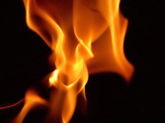 3. Gece ne yaptıysan uyuyamadın. Yağmur durdu ve senin ateşe ihtiyacın var çünkü üşüyorsun. Nasıl çözeceksin?