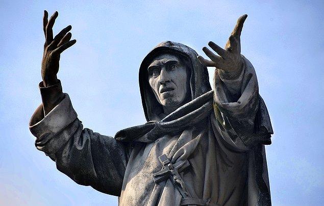 VIII. Charles'ın İtalya'yı karıştırmasından faydalanarak Floransa'da teokratik bir şehir-devlet kuran Girolamo Savonarola