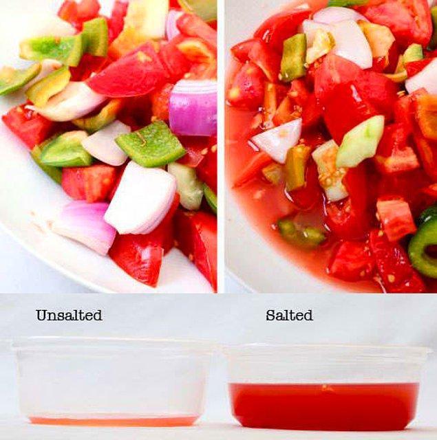 6. Salatanız tuzlu olmasın istiyorsanız, kullanacağınız sebzeleri önceden tuzlayın; hem sebzelerinizin fazla suyu çıkacak hem de daha sert kalacaklar.