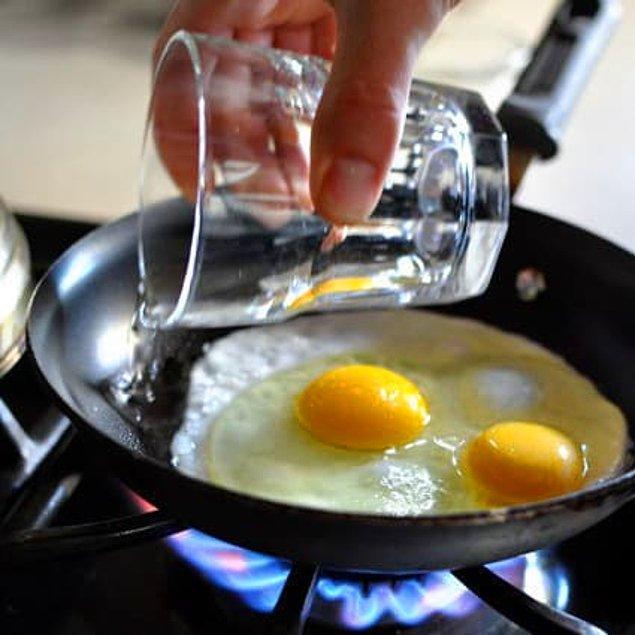 11. Çılbır yumurta yapmak zor geliyorsa, bir de bu yöntemi deneyin!