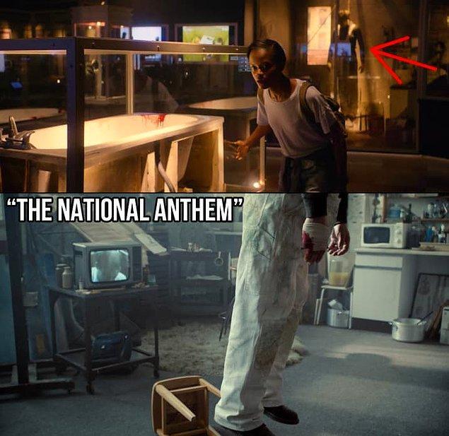 """22. 1. sezon """"The National Anthem"""" bölümünde intihar eden karakter Carlton Bloom'u da müzede görebilirsiniz."""