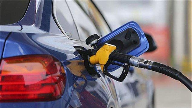 Ve beklenen zam geldi. Her ilde benzinin litre fiyatı değişkenlik gösteriyor.