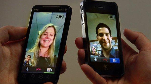 4. Hayretler içerisinde anlamaya çalıştığımız 3G teknolojisinin büyük ihalesi yapıldı; bir sene sonra da hepimiz 3G'yi kullanmaya başladık.