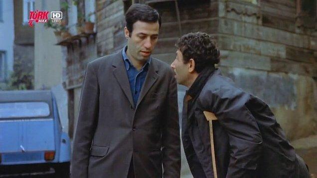 4. Kemal Sunal filmlerini en sonda yazalım dedik ama aklımızdan çıkmıyor, hangi filmi olursa olsun bir Kemal Sunal filmi izlenmez olur mu hiç?