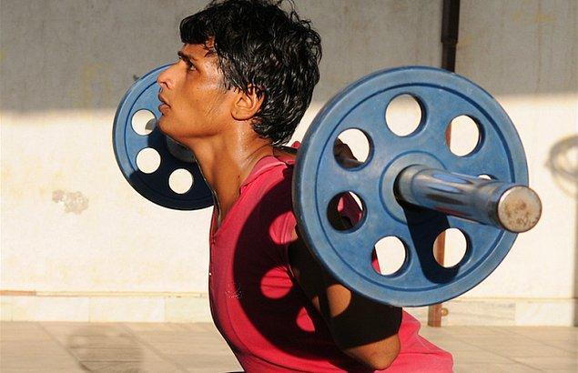 Birçok zorlu sürecin üstesinden gelip, başarılı bir güreşçi olan
