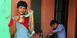 12 Yaşında Evlendirildi, 14 Yaşında İkiz Oğullarını Doğurdu! Bugünse Hindistan'ın En Başarılı Güreşçisi
