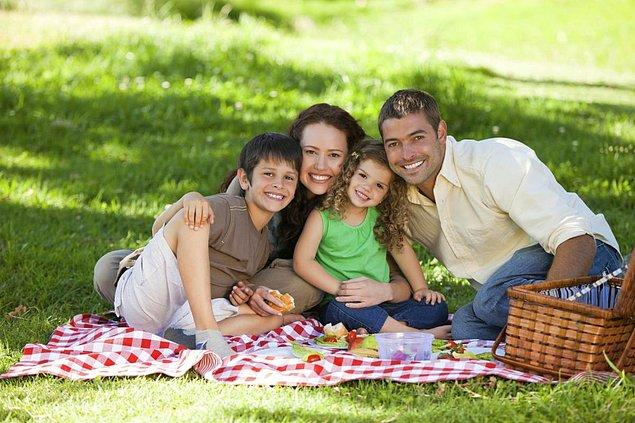 2. Yeni çıkan bir margarin ya da peynir bulunca çoluk çombalak toplanıp kırlarda kahvaltı yapmaya giden aileler.