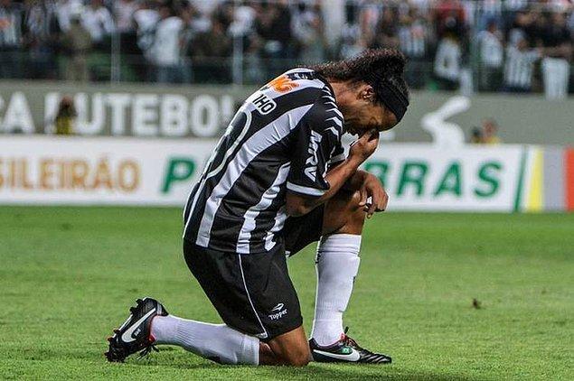 Milan kariyerinin ardından Atletico Mineiro, Flamego, Queretaro ve son olarak Fluminense forması giydi.