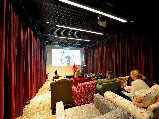 Bu oda ise hem sinema salonu hem de sunumlar için birebir.