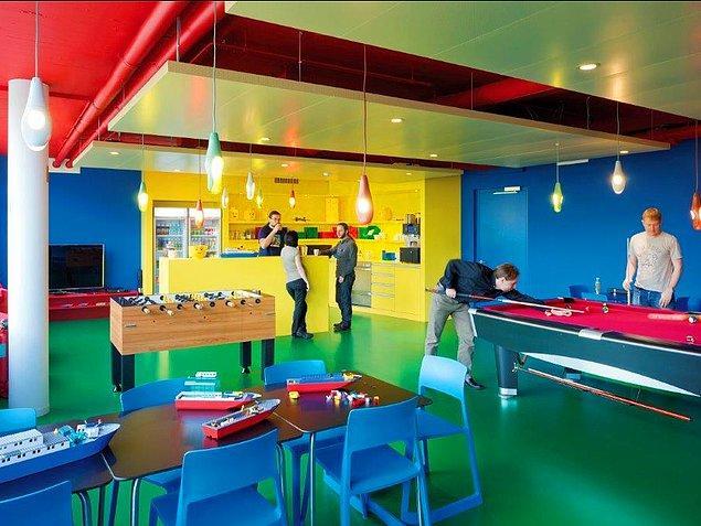 Bu renkler de çalışanlara Lego havası katıyor.