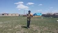 Arkadaşı Olmayan Minik Emenike, Takipçilerine Rövaşata Atmayı Öğretiyor