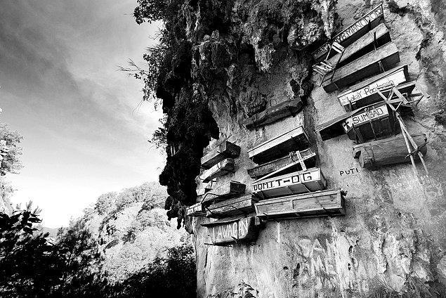 10. Asılı Tabutlar Kasabası - Filipinler