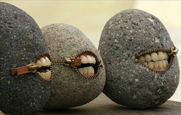 12. İyi ki taşların ağzı yok. 😌
