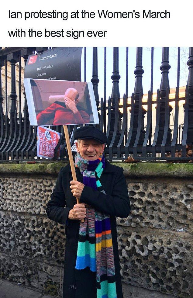 """1. """"Ian dünyanın en iyi pankartıyla Kadınlar Yürüyüşü'nde protesto ederken."""""""