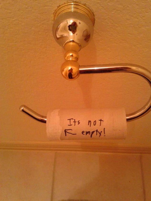 12. Bu beyefendi ise tuvalet kağıdını değiştirmemek için bitmediğini iddia ediyor.