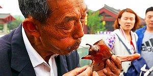 Çin Sokaklarından Hayran Kalacağınız 'Şeker Üfleme Sanatı'yla Yapılan Objeler