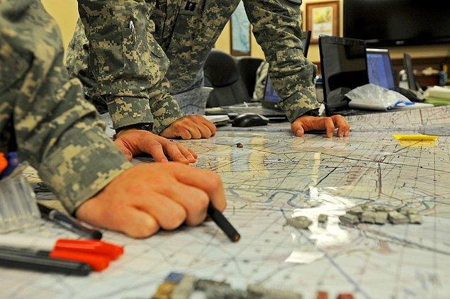 Komutanların bölgenin kara ağırlıklı saldırı için riskli olabileceğini söylediler. Ne yapacaksın?