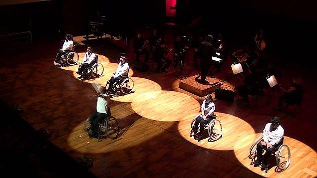 İzmir Büyük Şehir Belediyesi, 2013'te Engelsiz İzmir Kongresi için bir kerelik engelli bireylerden dans gösterisi istedi. WCDP, bu sayede kuruldu.
