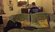 Evi Soyulan Yaşlı Adama Moral Vermek İçin Piyano Çalan Polis Memuru