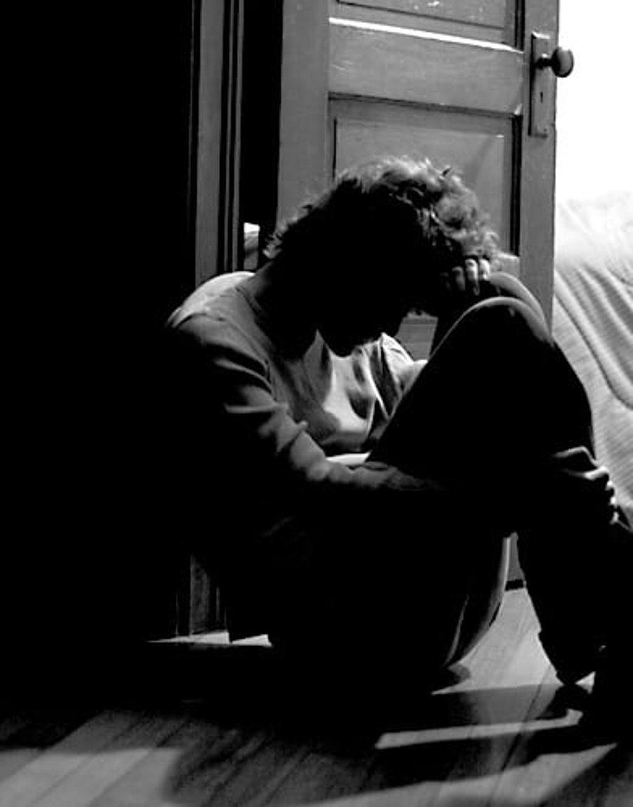 Kalbi Her Defasında Kırılmaktan Yorgun Düşen İnsanların 12 Ortak Özelliği -  onedio.com