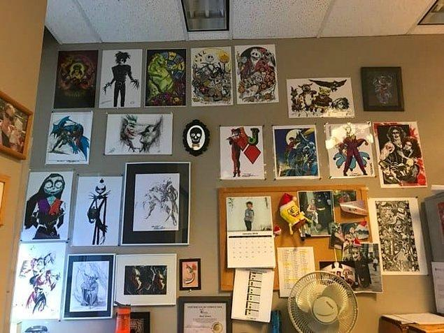 3. Bir sonraki projesinde ilham almak için favori tablolarını duvara asan arkadaşımız: