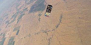 Arabayla Uçaktan Atlayarak Skydiving Yapan Adrenalin Bağımlısı İnsanlar