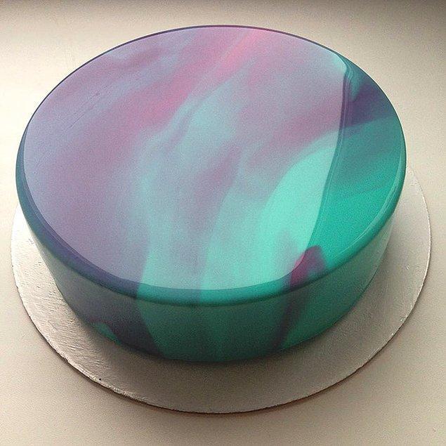 10. Kimimizin geleceğinden bile parlak bir pasta bu.