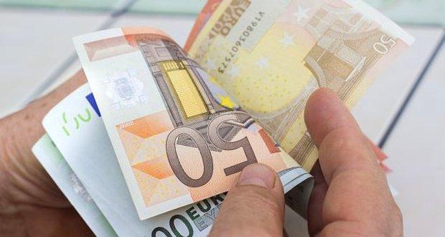 Kişisel bilgilerin korunması kanunu çerçevesinde açıklamak zorunda olmadığı hastalığının işini yapmasını engellediğini söyleyen memurun bin 500 euro maaşını almayı sürdürdüğü öğrenildi.