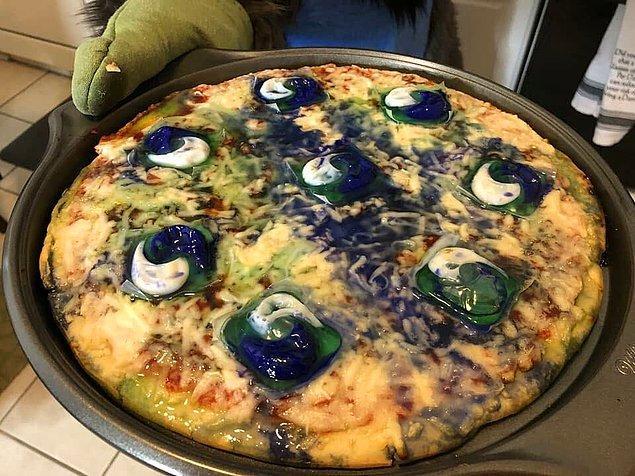 16. Hah, bir bu eksikti. Tidepod'lu pizza.