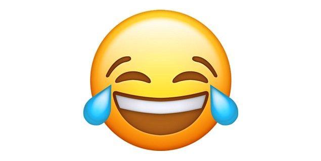 Gülmekten yarılan, yerlere yatan emoji!