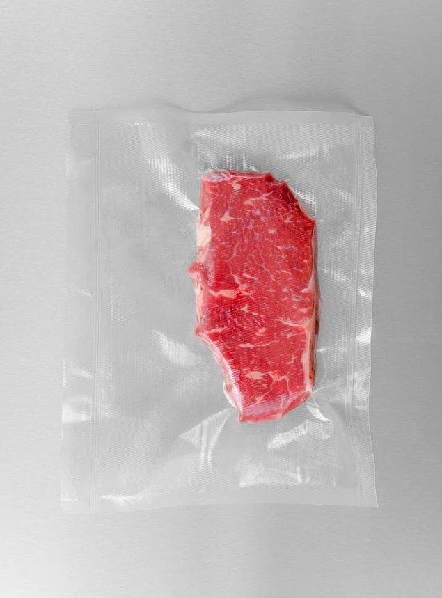 2. Yiyecekleri porsiyon porsiyon vakumlu saklama poşetlerinde ve buzlukta saklayın.