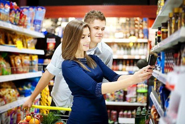 7. Fazla miktarda yemek satın almaktan ve çok para ödemekten kaçınmak için bir arkadaşınızla market alışverişine çıkın.