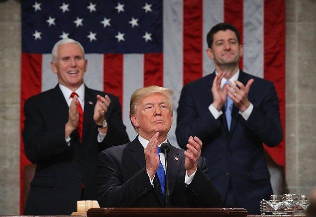 Trump sözlerini noktaladıktan sonra kendini alkışlamaya başladı ve bunu 6 dakika boyunca sürdürdü.