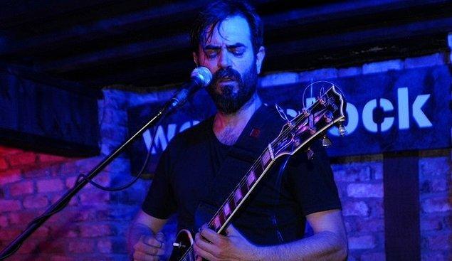 Gitar çalan, şarkı söyleyen ve adeta on parmağında on marifet olan Teoman Kumbaracıbaşı, Acaipademler isminde bir grup kurdu, albüm yaptı ve sahne aldı.