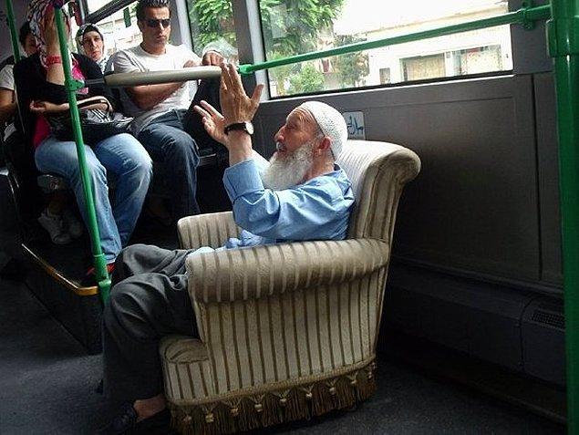 """13. """"Herkesin poposunu koyduğu yere oturmam""""cıların koltuğu da hiçbir koltuk. Bomboş otobüste bile ayakta görürsünüz bu insanları..."""