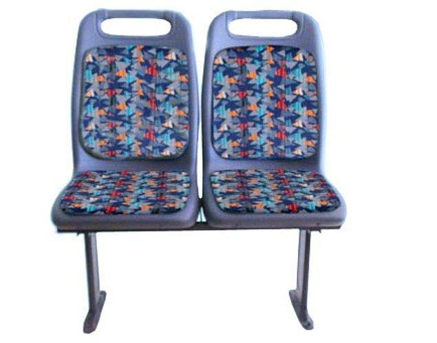 """2. Mesela """"bacaklarım o kadar uzun ki hiçbir yere sığmıyorum koltuğu"""" otobüste koltuklar arası boşluğun en fazla olduğu koltuktur."""