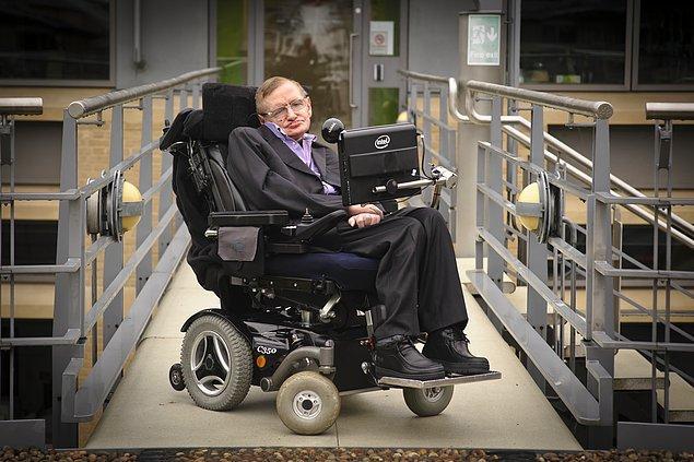 2. Stephen Hawking 2009'da bir zaman yolculuğu deneyi yaptı.