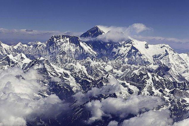 10. Everest'in en tepesinden inmek 3 gün sürmektedir.