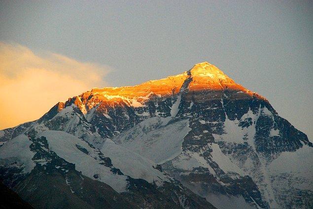 14. Everest Dağı zirvesine çıkarken yüksek hızlı internet erişiminden yararlanabilirsiniz.